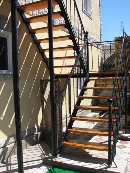 лестницу своими руками построить уличную